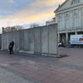 Mauerbau auf dem Theaterplatz (Oktober 2019)
